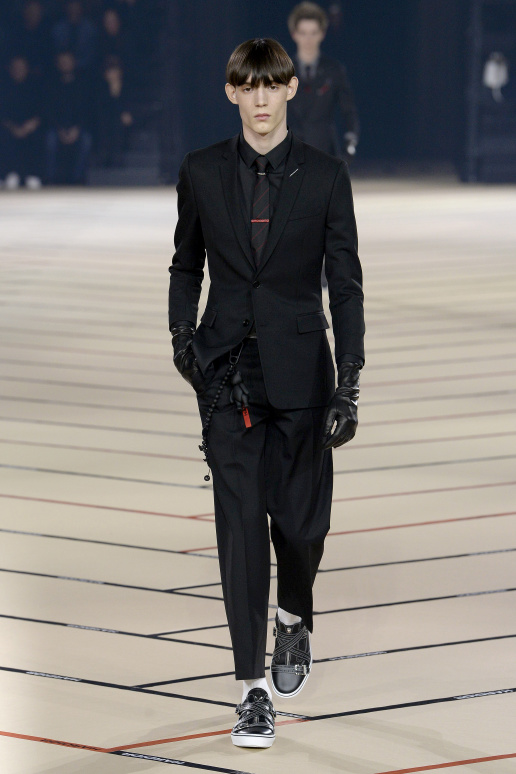 Hardcore Dior Homme Kris Van Assche has vision. The set and soundtrack  proved that. But he needs to surrender fully to it — step out of the corner  and onto ... f0c060dcb01b